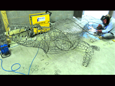 Crocodile_sculpture_making_it_